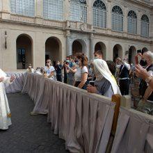 Popiežius po kelių mėnesių pertraukos surengė pirmąją visuotinę audienciją