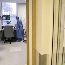 Nauji koronaviruso atvejai susiję su protrūkiais ligoninėse, globos namuose