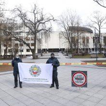 Policininkai nesulaukia skiepų: susirinko į protesto akciją prie Vyriausybės