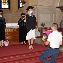 MRU diplomų teikimo šventėje – netikėtos piršlybos
