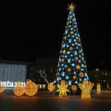 Šiaulius nušvietė paslapčia įžiebta Kalėdų eglė