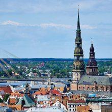 Latvija draus prekybą alkoholiu ir cigaretėmis