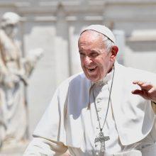 Popiežius: pasidaryti abortą – tas pats, kaip nusisamdyti žudiką