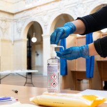 Prancūzijoje nepaisant viruso protrūkio vyksta vietos rinkimai