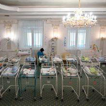 Surogatinė motinystė Ukrainoje – šiaudas skęstant skurdo jūroje
