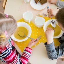 Sergant vaikui už maistą darželiuose mokėti nebereikės nuo pirmos dienos
