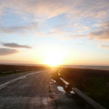 Saulė ne tik šildo, bet ir kelia pavojų vairuotojams