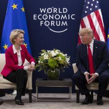 D. Trumpas ir EK pirmininkė Davose aptarė prekybos susitarimą