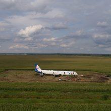 Netoli Maskvos kukurūzų lauke nusileidusį lainerį nutarta utilizuoti