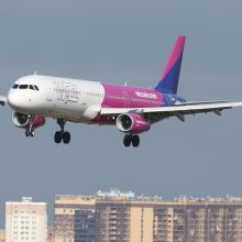 """""""Wizz Air"""" laikinai stabdo skrydžius į Norvegiją"""