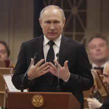 Per vizitą Sankt Peterburge V. Putinas sulaukė nepatogių klausimų
