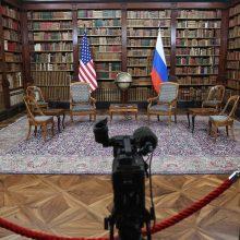 """V. Putinas per susitikimą su J. Bidenu """"prireikus nubrėš raudoną liniją"""" dėl Ukrainos"""