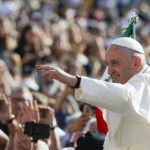 Popiežius pasmerkė netinkamą elgesį su Alzheimeriu sergančiais pacientais
