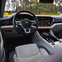 Technologijos automobiliuose: ir saugumui, ir pramogoms
