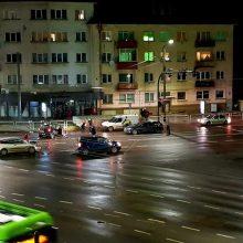 """""""Aklųjų"""" sankryžoje – avarija: į Kauno klinikas išvežta moteris"""