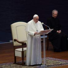 Popiežius meldėsi už koronaviruso pandemijos pabaigą