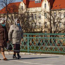 Ukraina griežtina judėjimo ribojimus senjorams