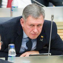 Seimo narys A. Šimas apgailestauja dėl į saliutavimą panašaus rankos mosto