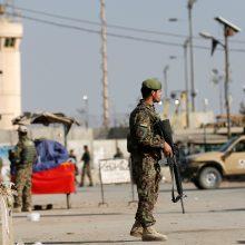 Buvę JAV ambasadoriai perspėja nesiimti greito pajėgų išvedimo iš Afganistano