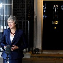"""Britanijos premjerė užsitikrino kabineto pritarimą """"Brexit"""" sutarčiai"""