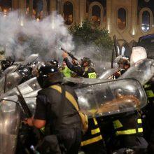 Protestai Tbilisyje virto Gruzijos parlamento šturmu: sužeista per 50 žmonių