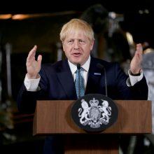 Britanijos premjeras raginamas atšaukti parlamento vasaros atostogas