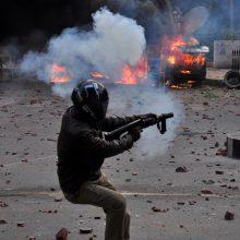 Indijoje per protestus prieš pilietybės įstatymą žuvo du žmonės