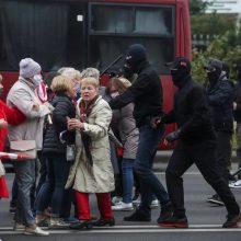 Minske milicija ardo protestuotojų barikadas, sulaiko demonstrantus