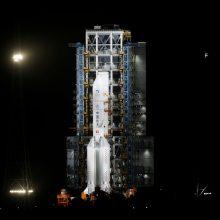 """""""Xinhua"""": Kinijos erdvėlaivis sėkmingai nusileido Mėnulyje"""