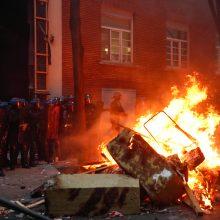 Paryžiuje naujas mitingas prieš saugumo įstatymą peraugo į smurtą
