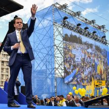 Rumunijos prezidentas naujuoju premjeru paskyrė liberalą