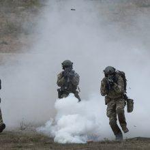 Estijoje per pratybas žuvo NATO kovinės grupės narys britas