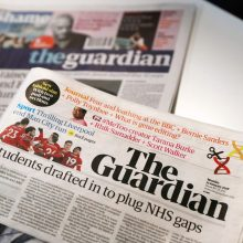 """Britų laikraštis """"The Guardian"""" ištrynė po Krymo nuotrauka buvusį užrašą """"Rusija"""""""
