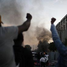 Protesto akcijos prieš policininkų savivalę surengtos ir Paryžiuje