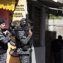 Rio de Žaneiro faveloje per operaciją prieš prekeivius narkotikais žuvo 25 žmonės