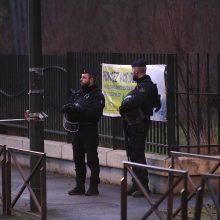 Tarp asmenų, sulaikytų po prancūzų mokytojo nužudymo, yra keturi moksleiviai