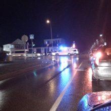 Garliavoje automobilis partrenkė vyrą, jis išvežtas į ligoninę