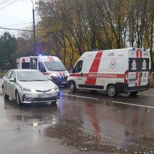 """Per avariją P. Lukšio gatvėje nukentėjo BMW vairuotojas ir """"Volkswagen"""" keleivis"""