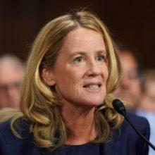 Kandidatą į JAV AT teisėjus seksualiniu smurtu apkaltinusi moteris liudijo Senate