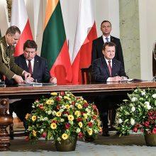 Ministras po sutarčių pasirašymo: viską pakeliame į aukštesnį bendradarbiavimo lygį
