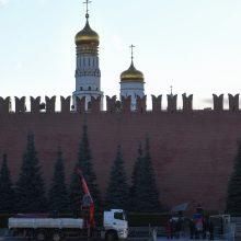 """Dėl vėjo nukritę pastoliai nulaužė Maskvos Kremliaus sienos """"dantį"""""""