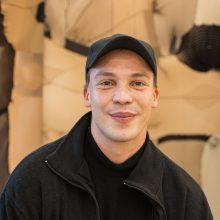 """Geriausias """"ArtVilnius'21"""" jaunasis menininkas kovoja prieš socialinę nelygybę"""