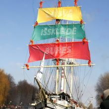 Klaipėdos simboliui – Baltijos tautų burės ir būgnų žinia pasauliui