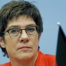 """Vokietijos gynybos ministrė: """"Nord Stream 2"""" sustabdyti jau nebepavyks"""