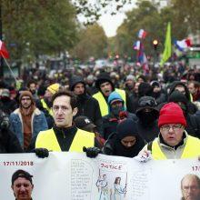 """Prancūzijos """"geltonųjų liemenių"""" protestai švenčia pirmąsias metines"""