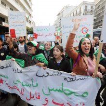 Tūkstančiai alžyriečių išėjo į gatves paminėti pirmųjų protestų pradžios metinių