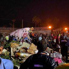Indijoje per lėktuvo avariją žuvo mažiausiai 14 žmonių, dar 15 labai sunkiai sužeisti