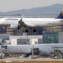 """""""Lufthansa"""" paskelbė dar labiau mažinsianti darbuotojų skaičių"""