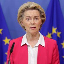 EK vadovė kritikuoja Vengriją ir Lenkiją blokuojant ES biudžetą europiečių sąskaita