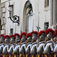 Vatikane koronavirusas patvirtintas dar septyniems šveicarų gvardiečiams